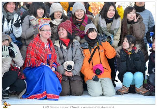 giapponesi-con-sciarpa-per-imparare-a-fotografare-l-aurora-boreale