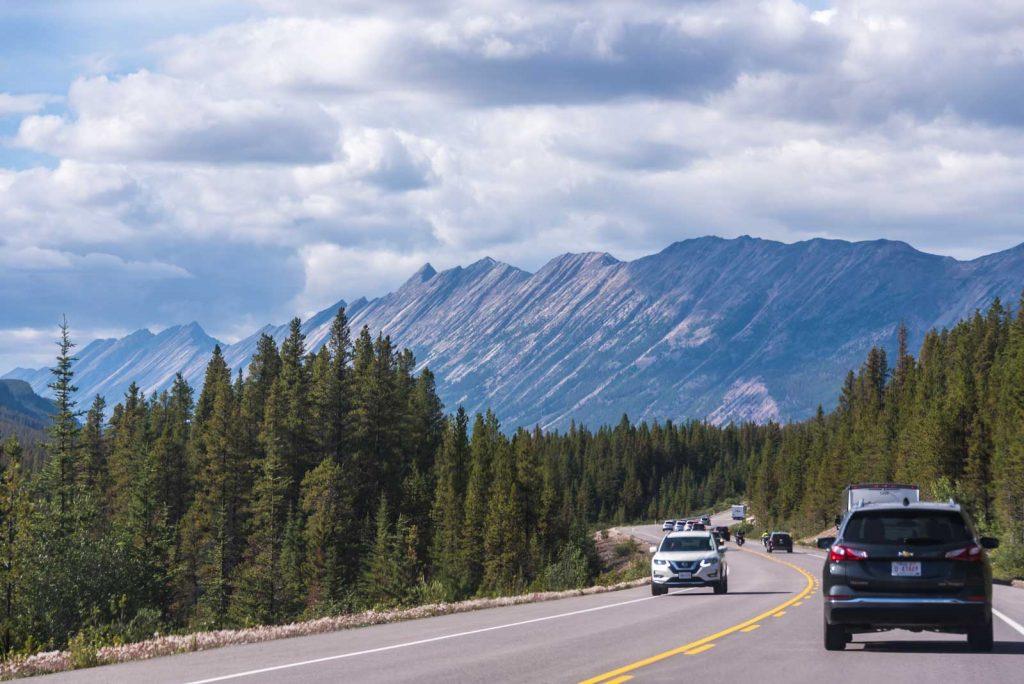 strada-montagne-rocciose